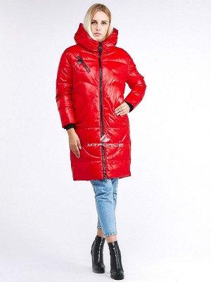Женская зимняя молодежная куртка с капюшоном красного цвета