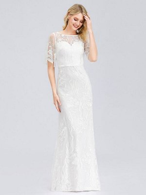 Белое длинное вечернее платье с кружевным принтом .