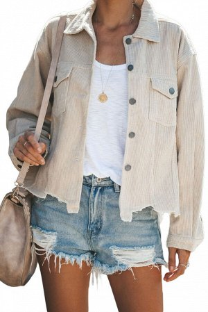 Бежевая куртка-джинсовка на пуговицах и с рваным краем
