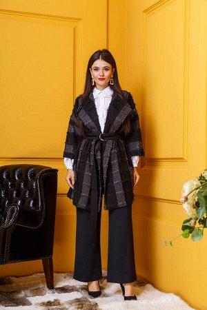 Пальто Пальто Anastasia 330  Состав ткани: Вискоза-5%; ПЭ-95%;  Рост: 164 см.  Полупальто женское из текстильной пальтовой ткани, в черно-серую полоску, с бахромой. Полупальто прямого силуэта, на под