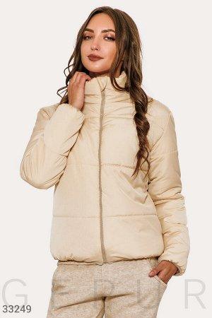 Бежевая короткая куртка