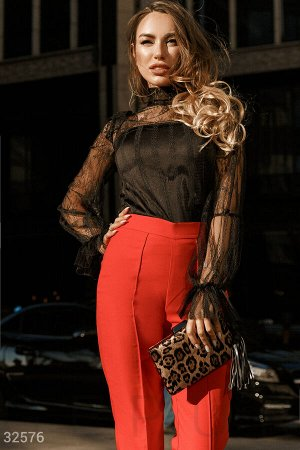Блуза с ажурными рукавами