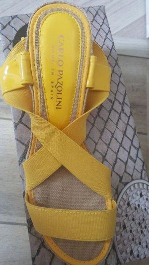 Испанская обувь. На 36 размер. Танкетка.  Желтый цвет.