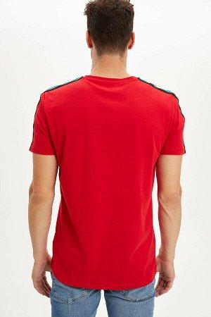 Футболка красная с вышивкой