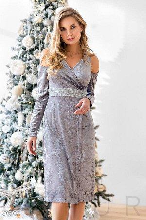 Велюровое платье с декором