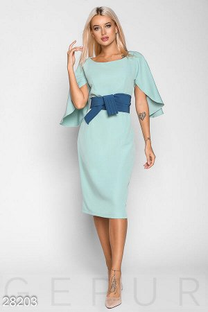 Элегантное платье с широким поясом