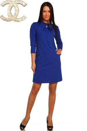 Платье Состав: полиэстер 100%, ткань: диор . Элегантное платье из диора. Рукава ниже локтей, общая длина чуть выше коленей. Две расцветки — синяя и васильковая. У воротника декоративный элемент в виде