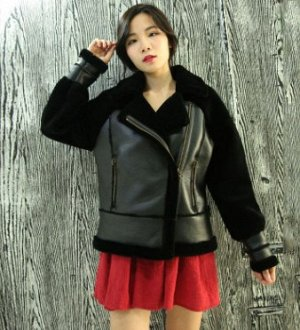 Куртка Куртка, оформленная длинными рукавами, овечья шерсть/искусственная кожа. Размер (обхват груди, длина рукава, длина изделия, см): XS (96,60,59), S (100,61,60), M (104,62,61), L (108,63,62), XL (