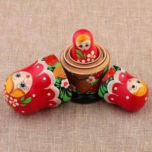 Матрёшка «Земляничка», красный платок, 3 кукольная, 10 см