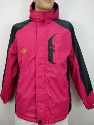 Куртка Отличная спортивная куртка. Мембранная ткань защитит вас от ветра.Утеплитель искусственный мех,капюшон отстегивается, ширина манжета рукава регулируется клапаном с липучкой. Имеется два кармана