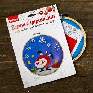 Аппликация из текстильных деталей на пяльцах «Дед Мороз»