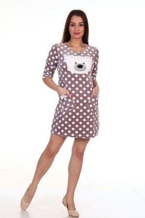 Платье Платье домашнее женское из ВЕЛЮРА с аппликацией «Мишка». Платье полуприлегающего силуэта, с О-образным вырезом горловины, с втачным рукавом 3/4 и двумя накладными карманами с декоративными бант