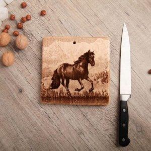 Доска из массива кедра «Лошадь», квадратная, 18 x 18 см
