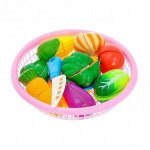 Набор продуктов-нарезка «Поварёнок« в корзинке, на липучках, 12 предметов, цвета МИКС