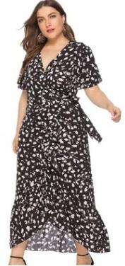 Платье Платье, оформленное V-образным вырезом горловины, полиэстер. Размер (обхват груди, обхват талии, длина изделия, см): XL (108,90,137), 2XL (114,96,139), 3XL (120,102,141), 4XL (126,108,143), 5XL