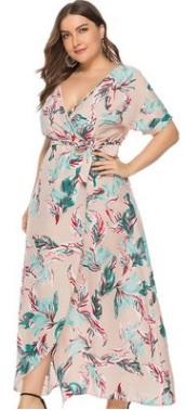 Платье Платье, оформленное V-образным вырезом горловины, полиэстер. Размер (обхват груди, обхват талии, длина изделия, см): XL (110,80,137), 2XL (116,83,139), 3XL (122,88,141), 4XL (128,93,143), 5XL (