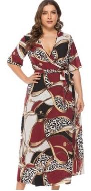 Платье Платье, оформленное V-образным вырезом горловины, полиэстер. Размер (обхват груди, обхват талии, длина изделия, см): XL (108,104,129), 2XL (114,110,131), 3XL (120,116,133), 4XL (126,122,135), 5