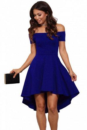 Синее платье со спущенными рукавами и удлиненной сзади пышной юбкой
