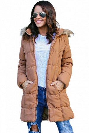 Светло-коричневая удлиненная куртка с мехом на капюшоне