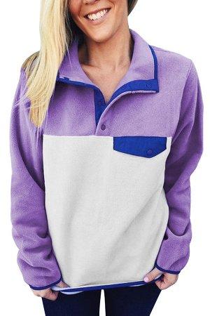 Сиренево-белый флисовый пуловер с синей отделкой и высоким воротом на кнопках