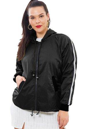 Черная куртка-худи с белыми полосами и карманами