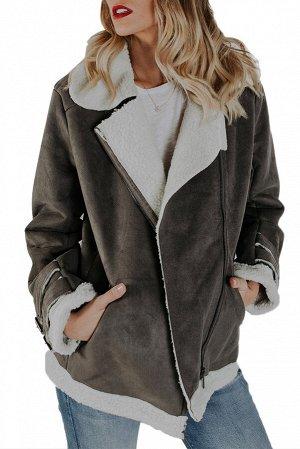 Серая замшевая куртка на молнии и с пряжками на рукавах