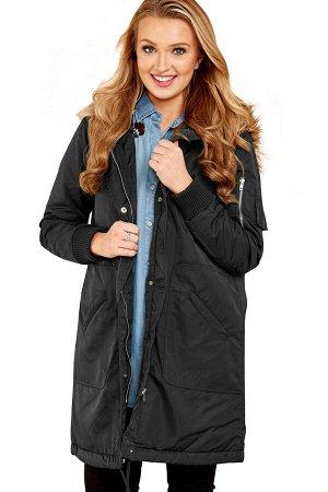 Черная куртка на кнопках и с пушистым мехом на капюшоне