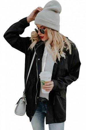 Черная куртка на молнии с белой пушистой подкладкой и капюшоном