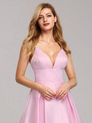 Вечернее длинное розовое платье с V- образным вырезом на бретельках