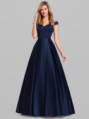 Вечереее длинное темно-синее платье  с открытыми плечами