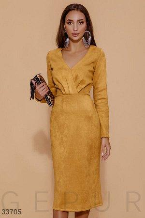 Замшевое платье медового оттенка