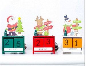 Настольный календарь из дерева в новогодней тематике