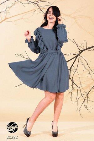 Приталенное платье  с оборками