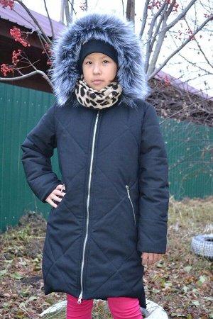 Пальто Ткань верха: Мембрана 3К/3К Подкладка: флис, рукава и низ - подклад.ткань Утеплитель: Аляска - 350 г/кв.м Отделка: опушка из иск.меха под чернобурку, капюшон отстегивается, мех отстёгивается, т
