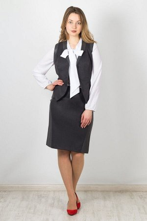 Жилет 4010 Цвет - светло-серый / серый точка. Ткань - костюмная / кожа. Состав - 65% вискоза, 30% полиэстер, 5% эластан. Приталенный жилет с фигурным низом и декоративными вставками по горловине и про