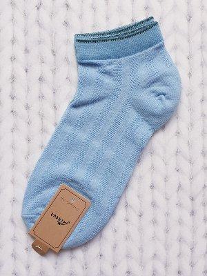 Носочки голубые.