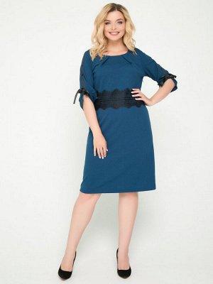 Платья Платье прилегающего силуэтавыполнено из трикотажного полотна однотонной расцветки. - круглая горловина на внутренней обтачке украшена внешними вытачками -рукава втачные, длиной3/4 - талия