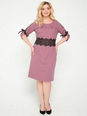 Платье Платье прилегающего силуэтавыполнено из трикотажного полотна однотонной расцветки. - круглая горловина на внутренней обтачке украшена внешними вытачками -рукава втачные, длиной3/4 - талия