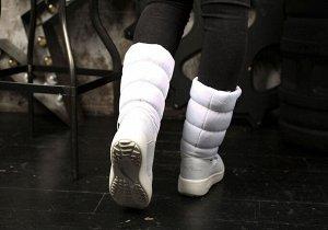 king boots На белой ткани остались отметки синей пастой при раскрое.   Верх: Нейлон с водоотталкивающей пропиткой/Экокожа. Подклад: Овечья шерсть 100%, Мембрана, Технология KING-TEX. Стелька: Овечья ш