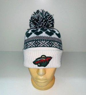 Шапка Крутая бело-зеленая шапка с помпоном  №3953