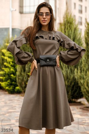 Платье с нежными оборками