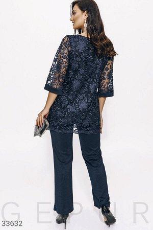 Костюм с кружевной блузой