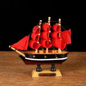 Корабль сувенирный малый «Марианна», борта с белой полосой, паруса алые, микс, 3?10?10 см