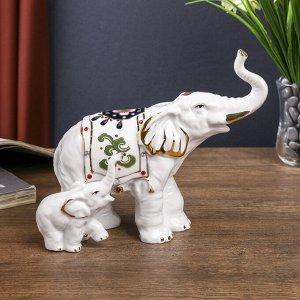 """Сувенир """"Слон с цветной попоной и слонёнком"""" белый с золотом. стразы 16х17.5х9 см"""