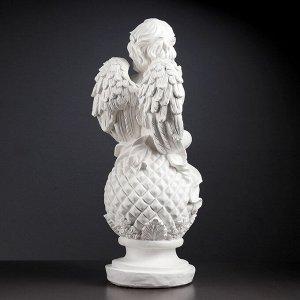 "Фигура ""Ангел на шаре с птичкой"" 25х25х65см белый"
