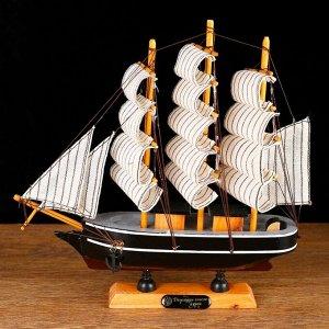 Корабль сувенирный малый «Ковда», борта чёрные с белыми полосами, паруса белые, 5,5?24?22 см