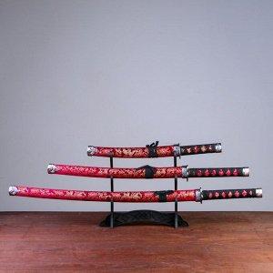 Сув. изделие катаны 3в1 на подставке, ножны ткань, драконы золото на красном 47/70/89см