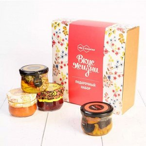 """Подарочный набор """"Вкус Жизни"""" ореховое ассорти в меду, земляничный и абрикосовый конфитюр"""
