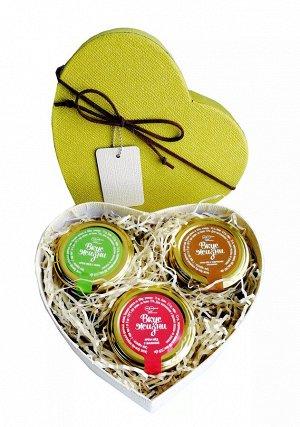 """Подарочный набор """"Медовое сердце"""" крем-мёд с малиной, киви и кедровыми орешками"""