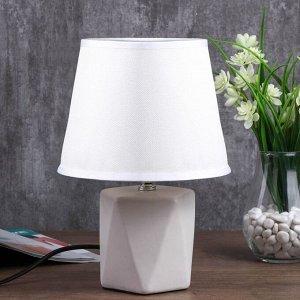 """Лампа настольная """"Форма"""" 1хЕ14 40Вт белый 20х20х29.5 см."""